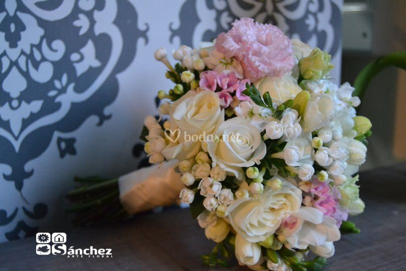 Bouquet romántico en blanco