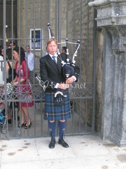 Tocando en Vitoria en una boda