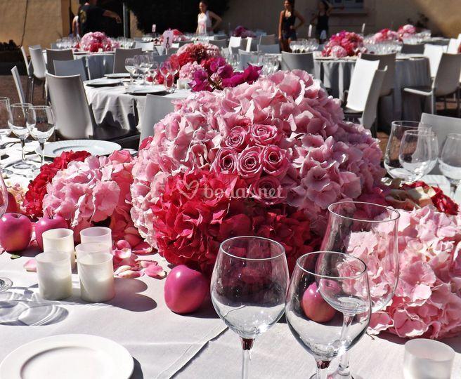 Mesa en rosaconmanzanas rosas