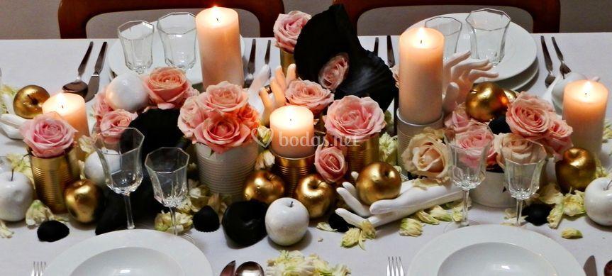 Mesa con manzanas doradas