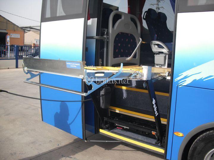 Autocares rosabus for Plataforma para silla de ruedas