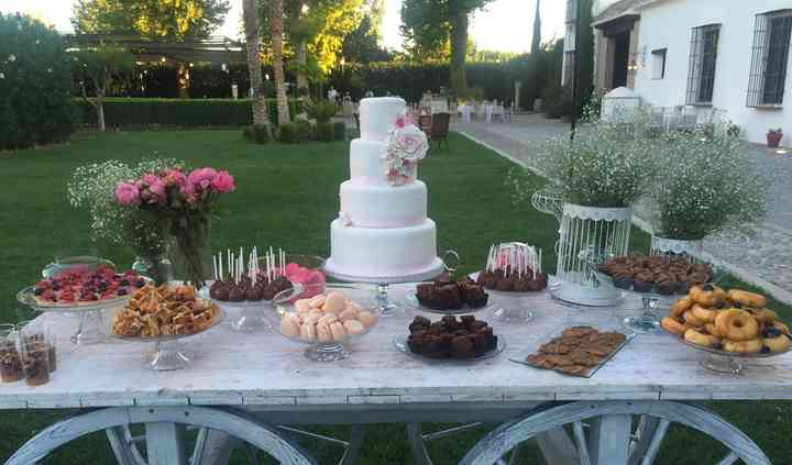 Mesa dulce en jardín