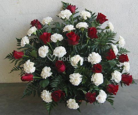 Centro de rosas y claveles