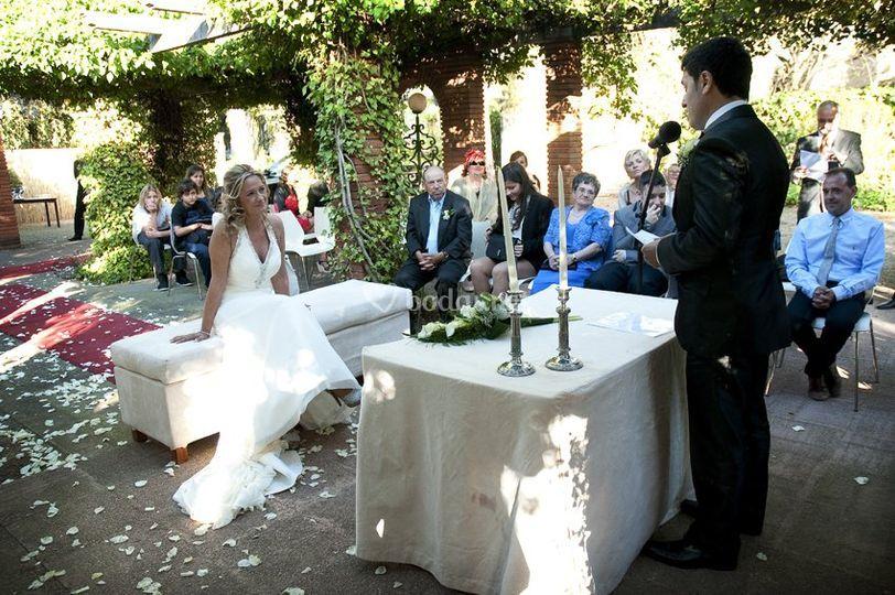 El novio habla con la novia