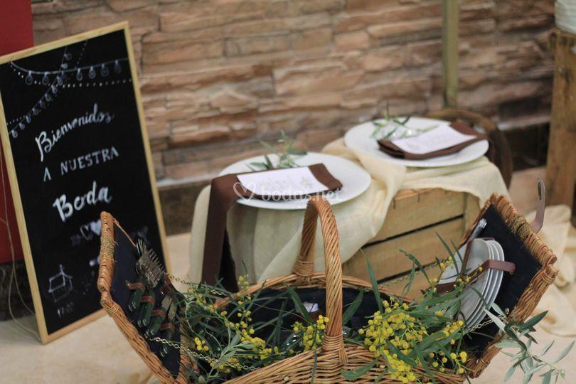 Mesa picnic Olivo y mimosa