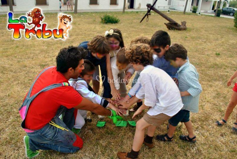 Juegos En Grupo De La Tribu Foto 3