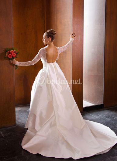 Vestido de novia con la espalda descubierta