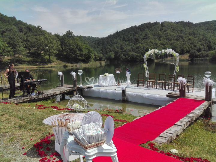 Ceremonia en el lago