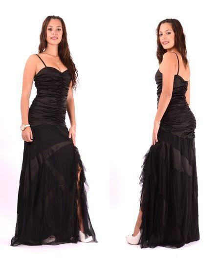 Vestido drapeado negro de gasa