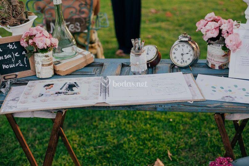 Mesa para el libro firmas