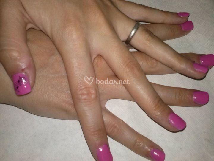 Uñas de gel en color rosa