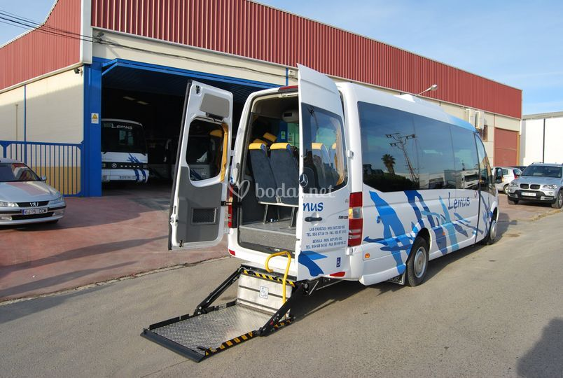 Bus de 20 plazas adaptado