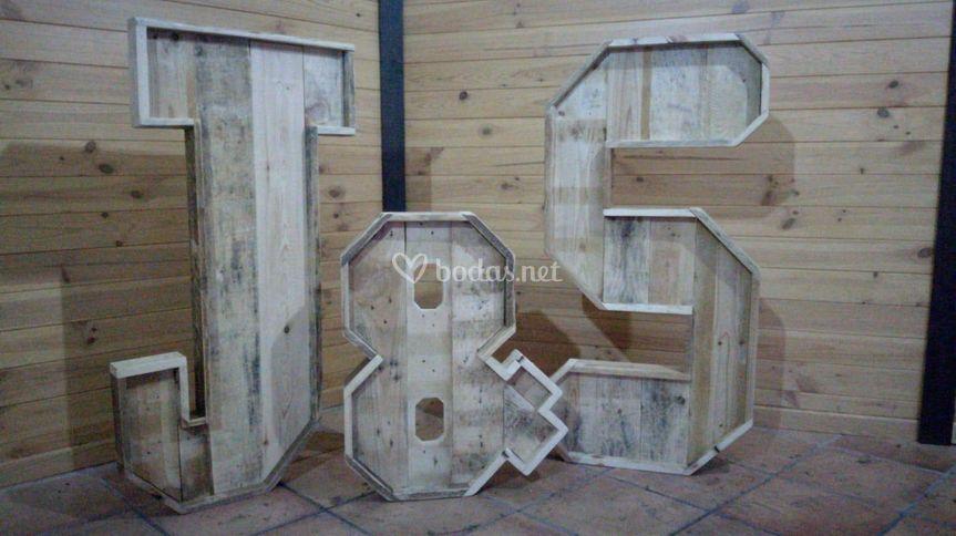 Iniciales en madera