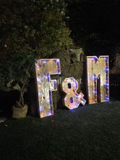 Letras de boda con iluminación