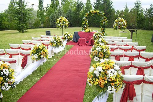 Ceremonia civil en el jard n de teresa cano oficiante for Arreglo de boda en jardin