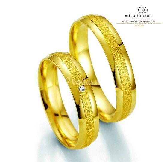 Alianzas oro seda y brillo