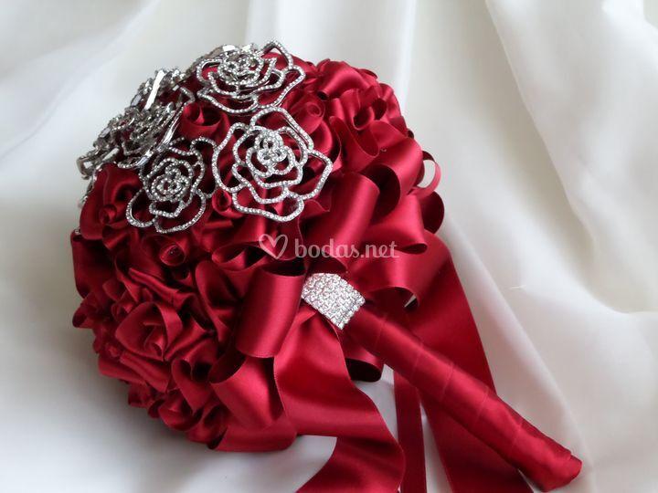Ramo de novia rojo con broches