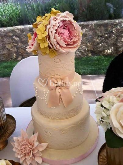 Tarta de boda rosas y peonias