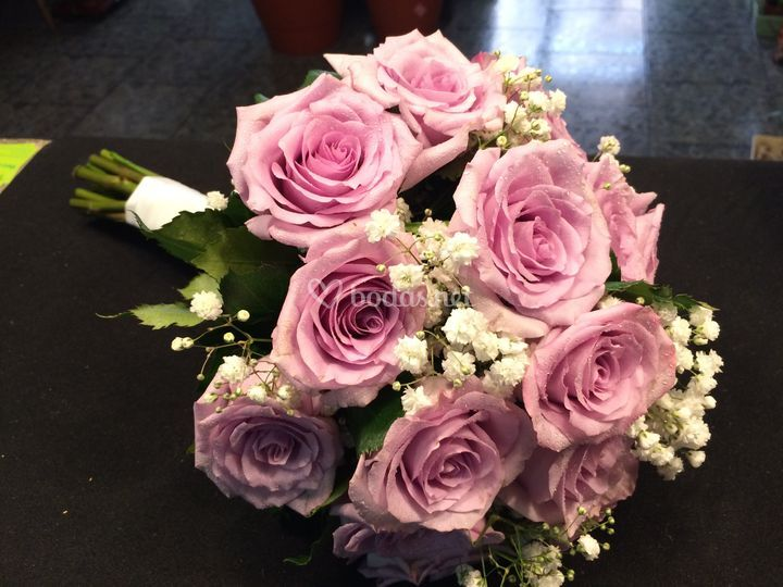 Ramo de novia rosas y panicula