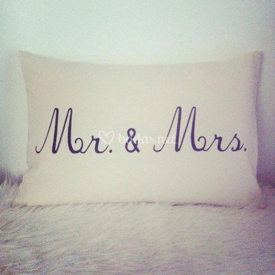Cojín Mr. & Mrs.