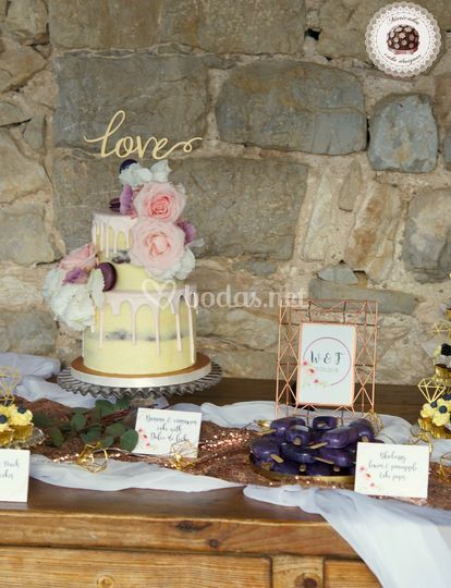 Geometric gold dessert table