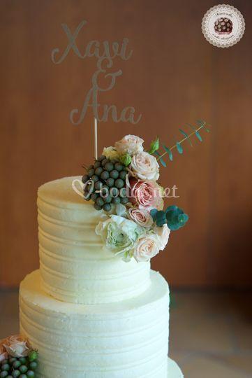 Cream Wedding cake X+A