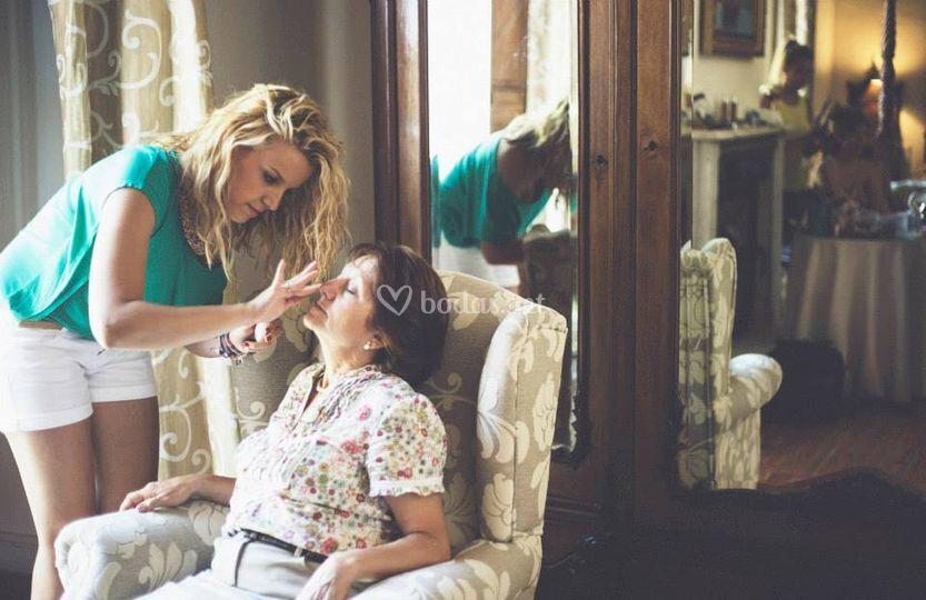 Maquillando a la madrina