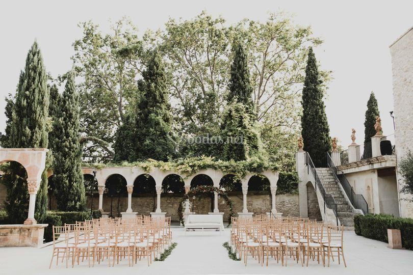 Ceremonia frente a los arcos