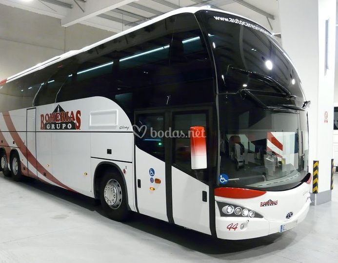 Autocar de 70 plazas totalmente equipado
