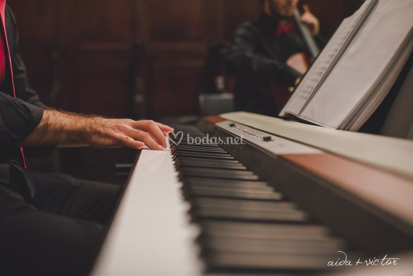 Daniel al piano