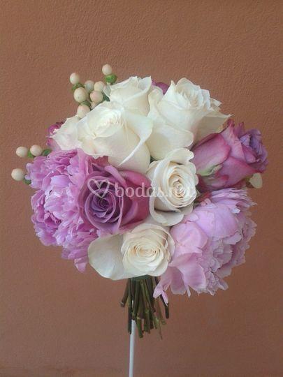 Bouquet de peonias y roras