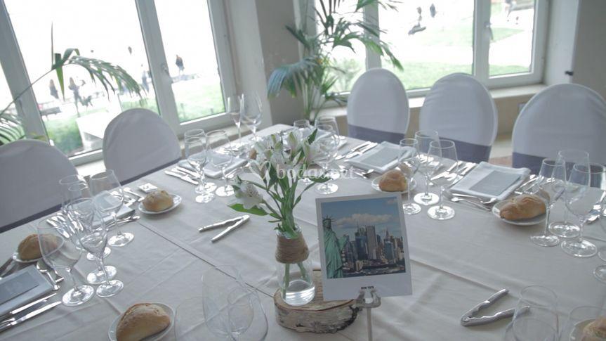 Cada mesa con su postal