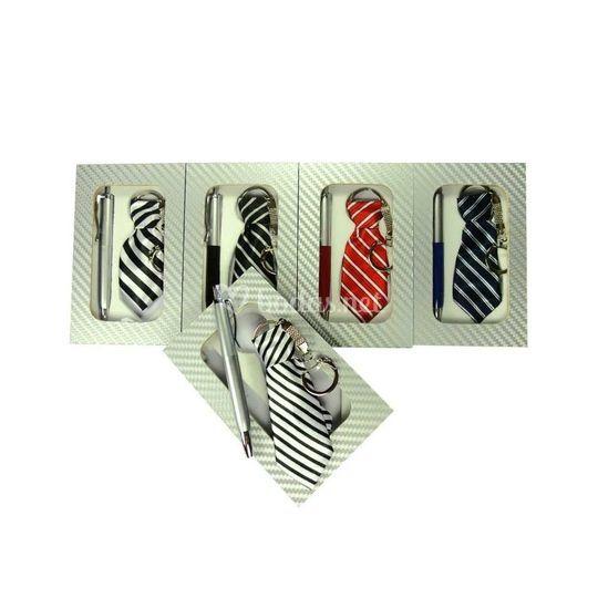 Set corbata llavero+boli+caja