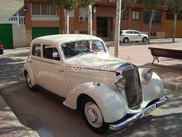 Mercedes blanco 170 d año 1940