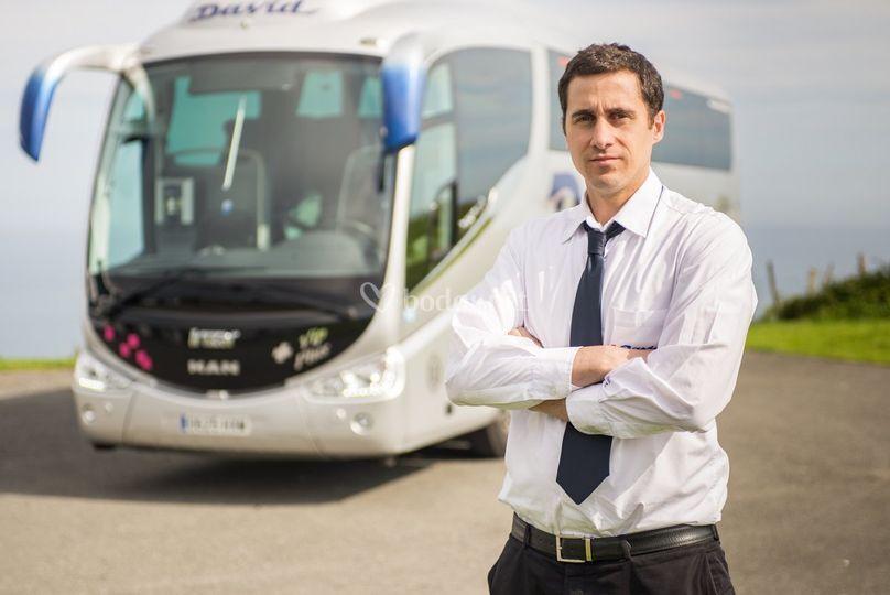 Conductores uniformados de Autobuses y autocares David