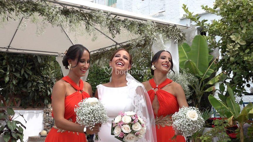 Novia con sus hermanas