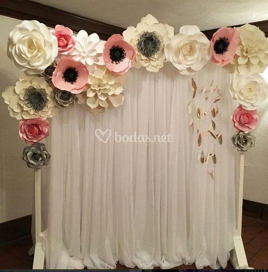 Photocall con flores de papel
