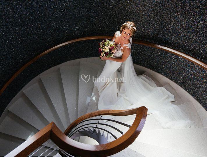 Chema Artiga, novia en las escaleras