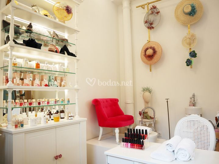 Make-up & nail bar