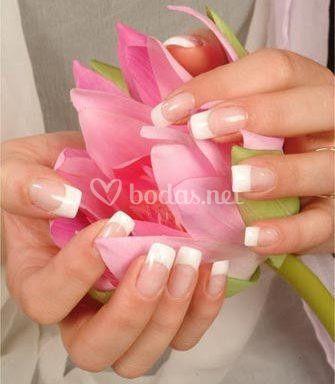 Alargamiento de uñas acrílicas