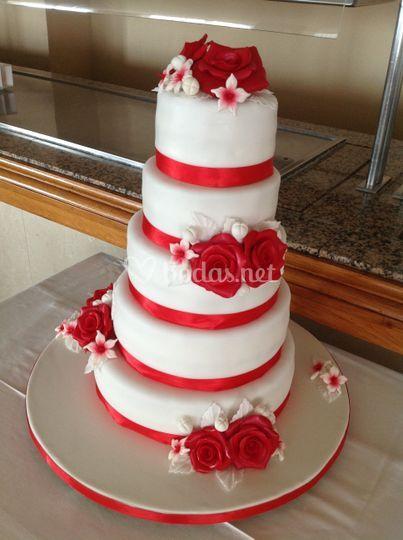 Tarta boda con rosas