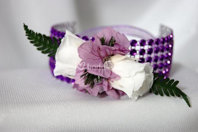 Pulsera con flores preservadas