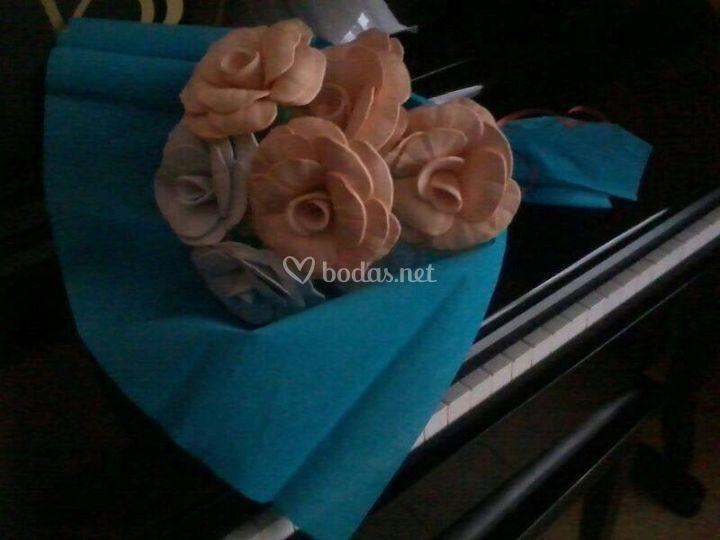 Ramo de varias rosas