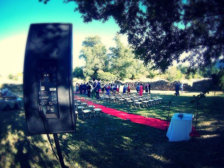 Sonorizan su boda