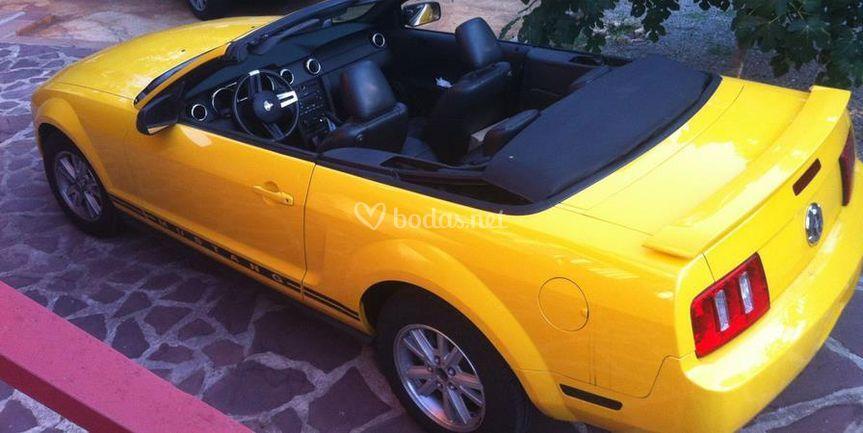 Ford Mustang en amarillo
