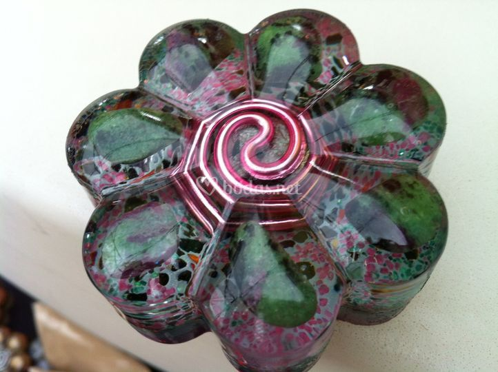 Flor zoisita con rubí