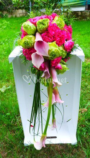 Ramo con calas y rosas