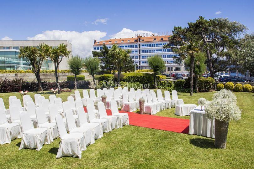 Ceremonia civil en los jardines