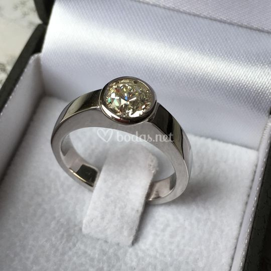Anillo de pedida con diamante