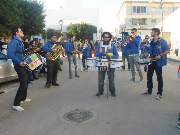 Charanga La Blue Band en la calle